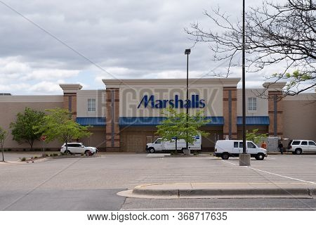 Minneapolis, Minnesota - May 29, 2020: A Work Crew Boards Up A Marshalls Retail Store In Prevention