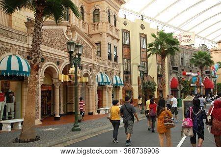 Sentosa, Sg - April 5 - Universal Studios Singapore Hollywood Theme On April 5, 2012 In Sentosa, Sin