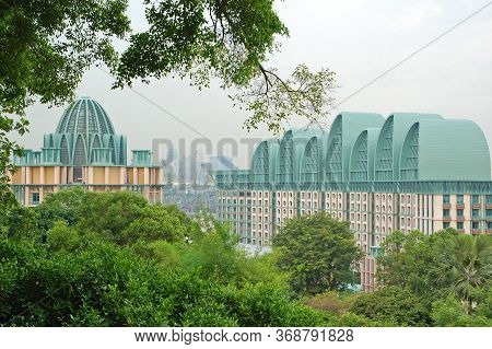 Sentosa, Sg - April 5 - Genting Singapore Hotel Facade On April 5, 2012 In Sentosa, Singapore.