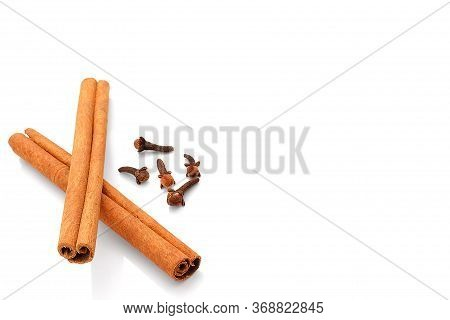 Spices,cinnamon Sticks,pepper Spices   Isolated On White Background