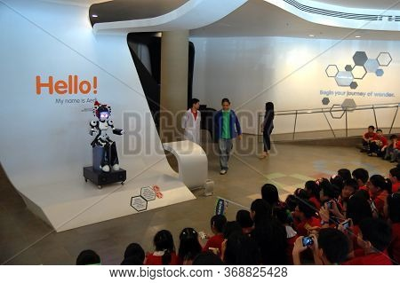 Taguig, Ph - Apr 19 - Mind Museum Aedi The Robot On April 19, 2012 In Bonifacio Global City, Taguig,