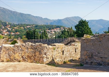 Ancient Fortifications In Montenegro. Ruined  Spanjola Fortress  ( Spanish Fortress ) In Herceg Novi