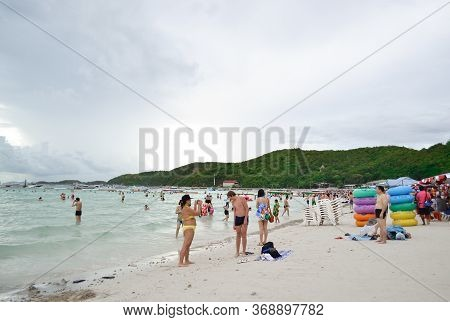 Koh Larn, Pattaya, Thailand - Jun 04, 2013: Front View Of Sandy Beach With Tourists Walking On The B