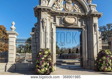Madrid, Spain - January 22, 2018: Puerta Felipe Iv And Plaza Parterre In The Retiro Park In City Of