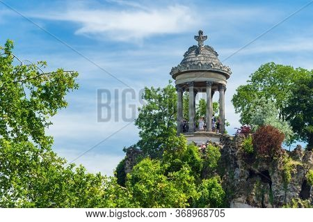 Paris, France - 23 June 2018: The Temple De La Sibylle In Parc Des Buttes Chaumont