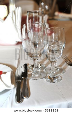 Bronzewine, water, glas, bar, glasses