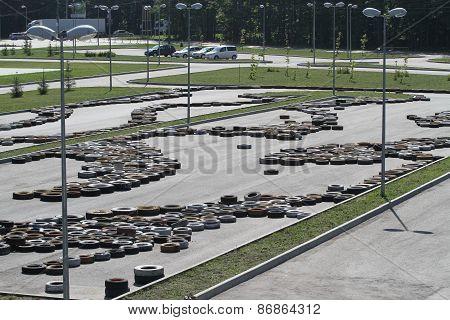 Autotire covers on asphalt