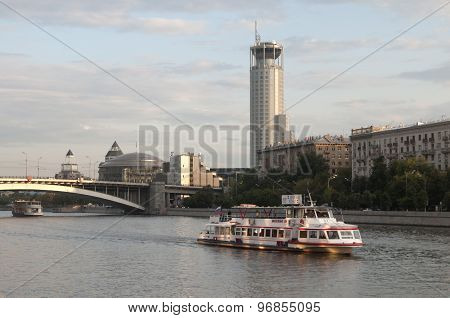 Moscow River And The Swissôtel Krasnye Holmy Moscow