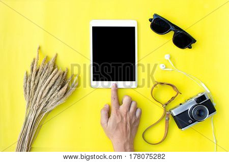 Flat lay hand holding tablet on blank screen on top viewbackground in pastel colors.clipping path inside