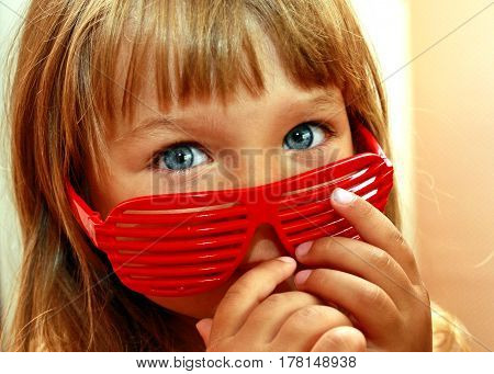 small girl with gray eyes and red glasses