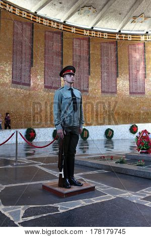 Volgograd Russia August 28 2013 soldier stands guard at eternal fire in honor of victims of the Battle of Stalingrad