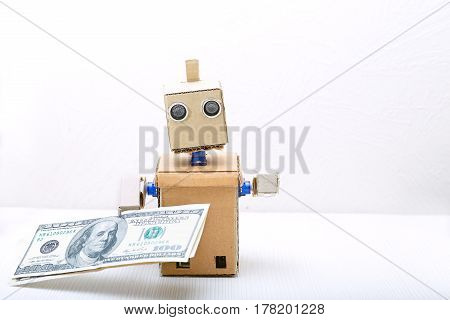 Robot is on the table and holds money