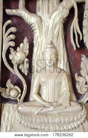 The Buddha image is ordained There is art and beauty. Surface gold-painted.