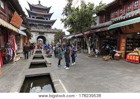 Dali, China - March 18, 2017: Tourists Walking In The Old Town Of Dali, The Ancient Kingdom Of Nanzh