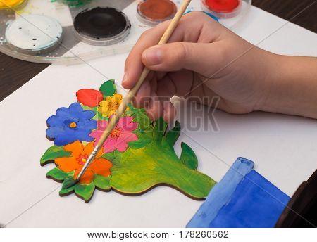 child decorates paints samdelnoe tree gift for mom