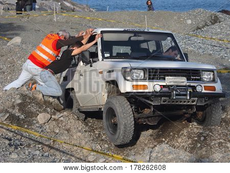 Cogoleto Italy - 11 March 2016-1 ° Race of speed 'of sand to furistrada: A car in trouble' during the journey is helped by the commissioners to continue.