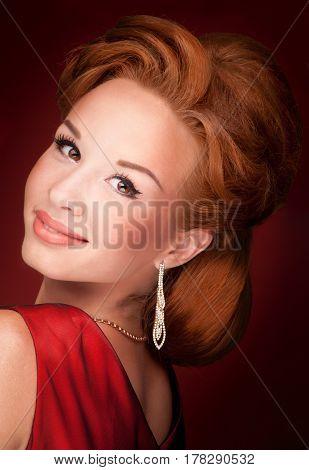 studio portret of a beautiful fashion girl