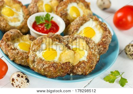 Baked eggs in minced meat nests with sauce