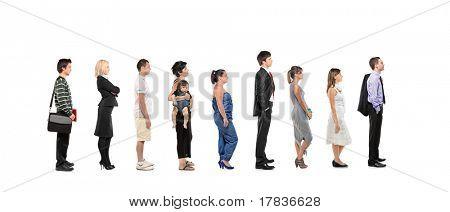 voller Länge Porträt von Männern und Frauen stehen zusammen in einer Linie isolated on white background