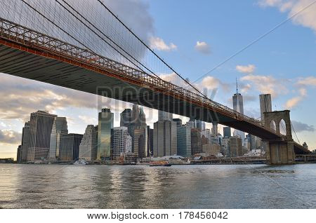 Manhattan skyline with Brooklyn Bridge, New York City.