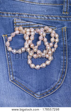 Jeans pocket and necklace with baroque pearls pink