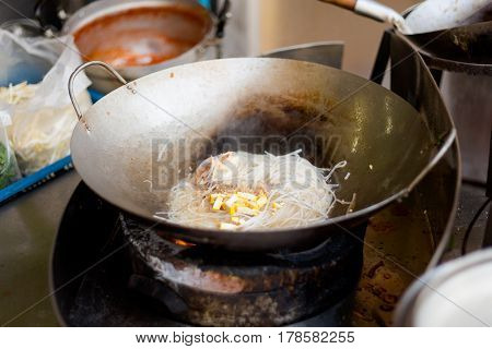 Cooking Pad Thai