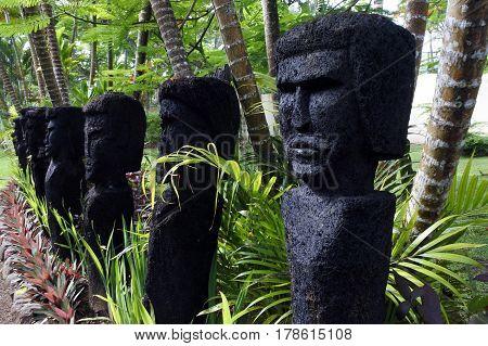 Polynesian Human Figures Sculptures