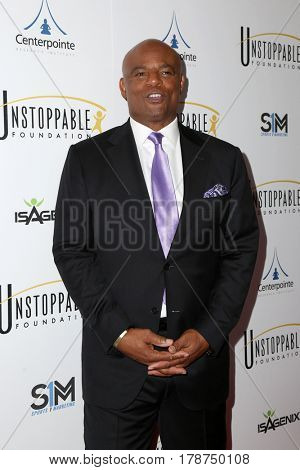 LOS ANGELES - MAR 25:  Warren Moon at the Unstoppable Foundation Gala at the Beverly Hilton Hotel on March 25, 2017 in Beverly Hills, CA
