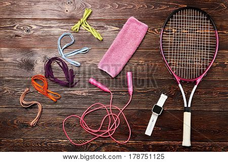 Shoelaces, racket and skipping rope. Develop good habits.