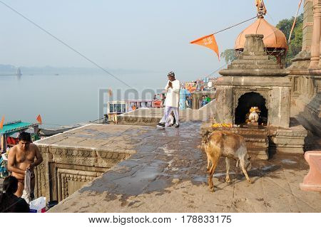People Walking On The Ghat Of Maheshwar On India