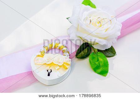 Wedding decoration on wedding car desing flower