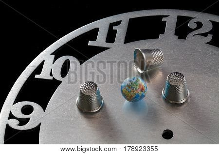 A game in a thimble with a globe on the clock face