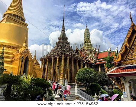 Grand Palace And Wat Phra Kaew, Bangkok, Thailand - May 16h, 2017: Many Tourists And Locals Are Busy