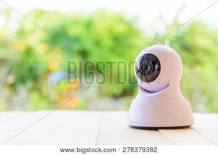 Ip Camera Panning View On Wood Plate / Ip Camera