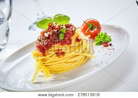 Spaghetti Bolognaise With Tomato Topping