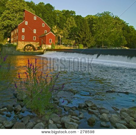 Clinton, Red Mill