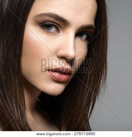 Closeup face of a Fashion model with straight   hair.  Fashion model posing at studio.