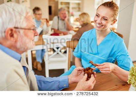 Nursing home care for a demented senior citizen in dementia therapy at the retirement home