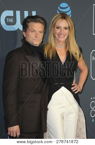 Shea Whigham and Julia Roberts at the 24th Annual Critics' Choice Awards held at the Barker Hangar in Santa Monica, USA on January 13, 2019.