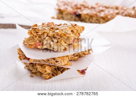 Homemade Healthy Flapjacks.  Oat Bars With Honey And Currant.