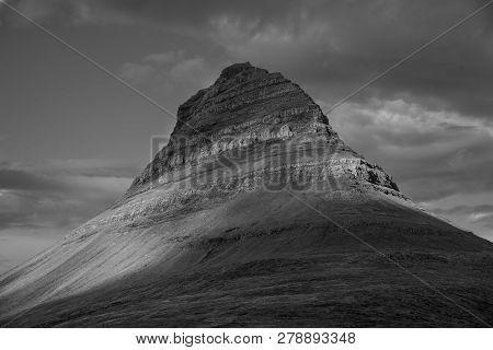 Kirkjufell mountain. Iceland B&W. Kirkjufell mountain in Grundarfjordur, Snaefellsnes Peninsula, Vesturland, Iceland poster