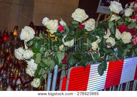Gdansk, Poland - January 16, 2019:  White And Red Roses At Entrance To City Hall Of Gdansk At Night.