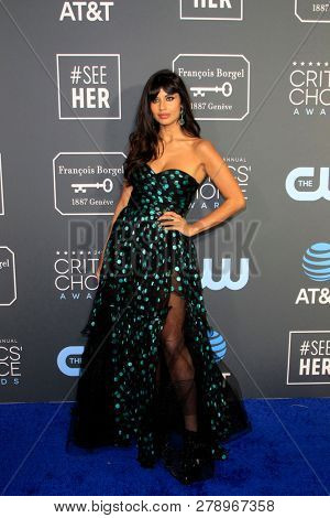 LOS ANGELES - JAN 13:  Jameela Jamil at the Critics Choice Awards  at the Barker Hanger on January 13, 2019 in Santa Monica, CA
