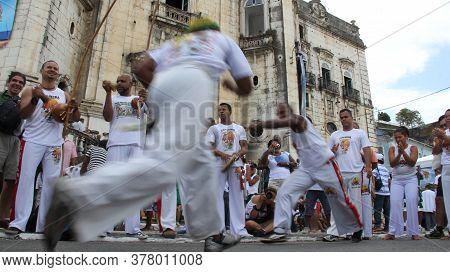 Salvador, Bahia / Brazil - December 8, 2014: Roda De Capoeira Is Seen In The Comercio Neighborhood I