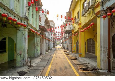 August 15, 2018: Street View Of Ipoh In Malaysia. Concubine Lane, Or Yi Lai Hong, Is A Narrow And Sm