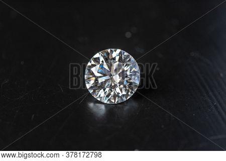 Round Cut Diamond Gemstone. Loose Diamond Brilliance