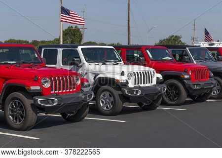 Noblesville - Circa July 2020: Jeep Wrangler Display With American Flag At A Chrysler Dealership. Th