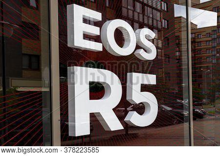 Krasnoyarsk, Russia, June 20, 2020: Canon Eos R5 - Logo On The Window Of A Photo Equipment Store