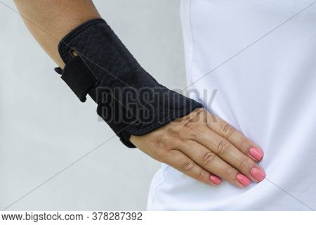 Wrist Brace For The Treatment Of Wrist Injury, Carpal Tunnel Syndrome.