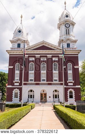 Franklin, Pennsylvania, Usa 7/14/20 The Venango County Courthouse On Liberty Street, Built In 1868 A